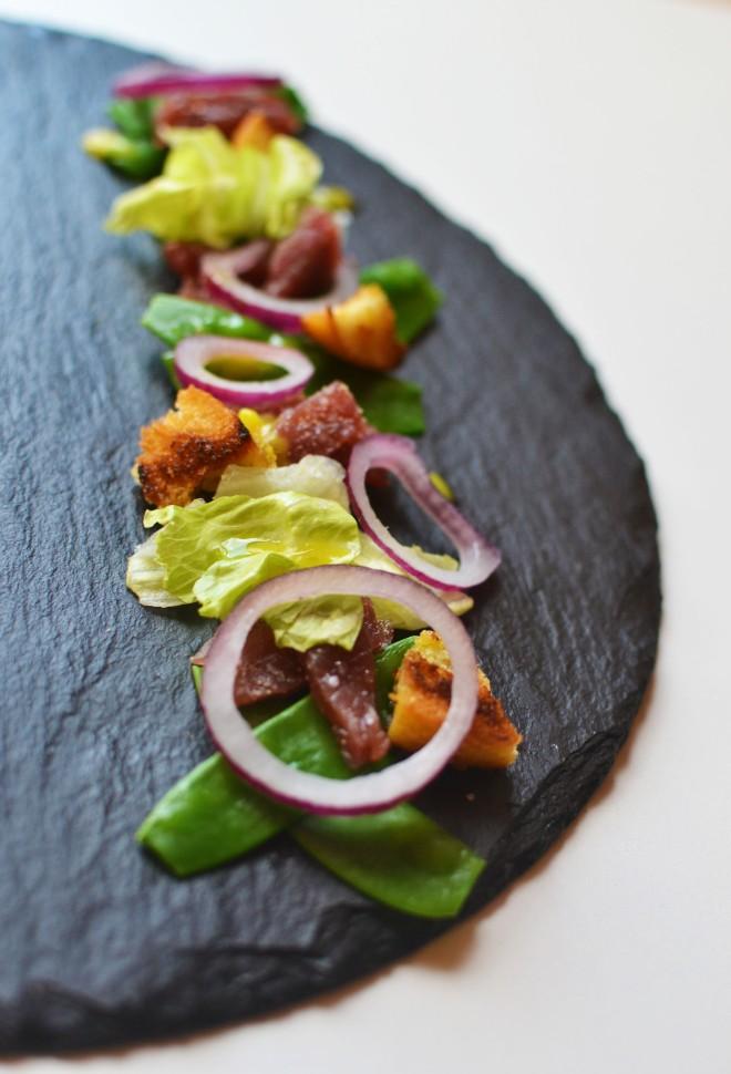 Boeuf mariné et vinaigrette au pickles